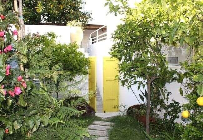 accesso al giardino privato dell'appartamento levante gabbiano relais stromboli
