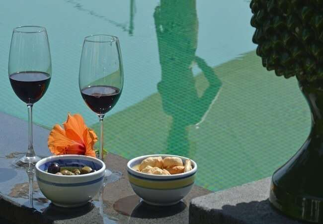 aperitif in the pool of the gabbiano relais stromboli