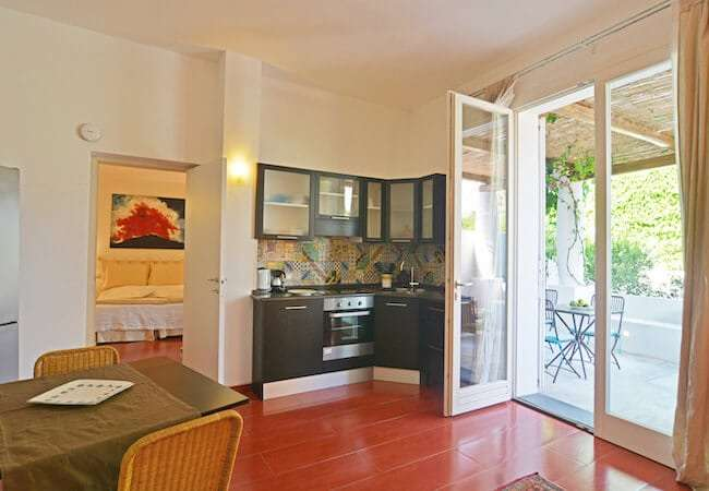 soggiorno cucina dell'appartamento levante del gabbiano relais stromboli