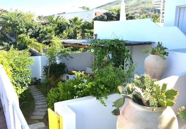 giardino dell'appartamento levante del gabbiano relais stromboli