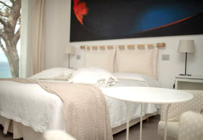Gabbiano Relais Stromboli apartment Libeccio - main bedroom detail