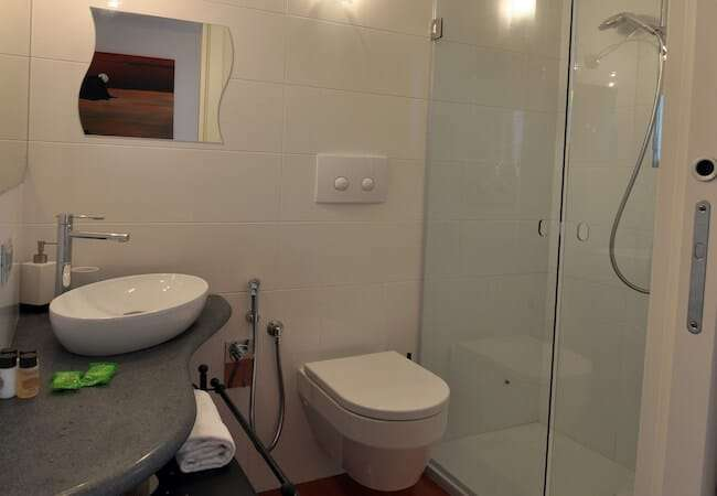Gabbiano Relais Stromboli apartment Ponente - one of the two bathrooms