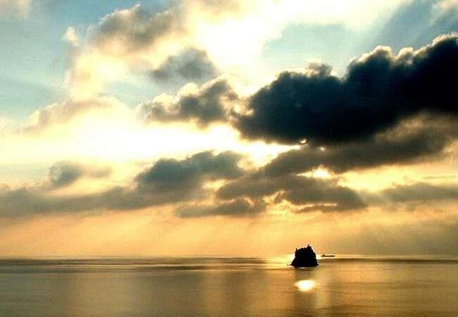 Sunrise in stromboli: strombolicchio