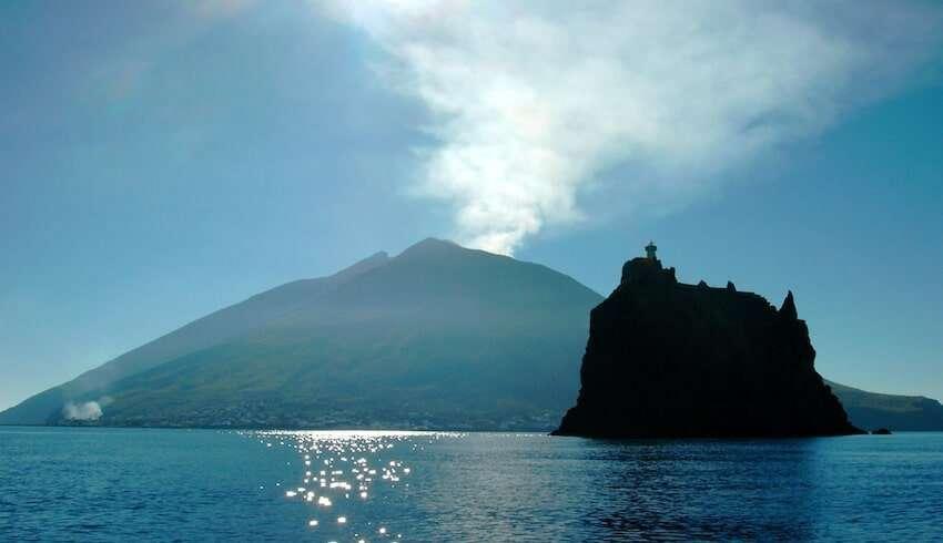vista dell isola di stromboli e strombolicchio